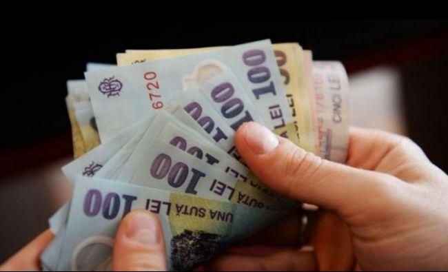 Scad salariile în România. Fiecare angajat a câștigat în medie cu 200 de lei mai puțin în ultima lună