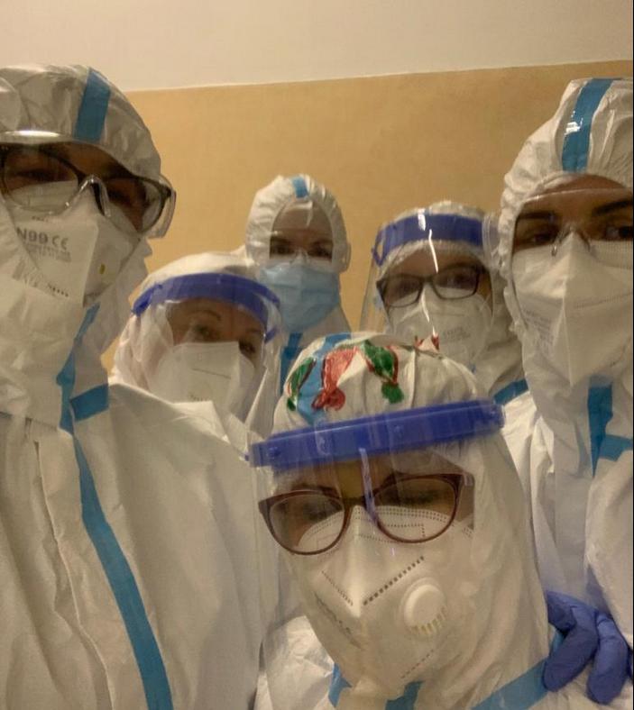 Medicii din linia I a Clujului au salvat o pacientă internată timp de peste o lună la ATI. GALERIE FOTO