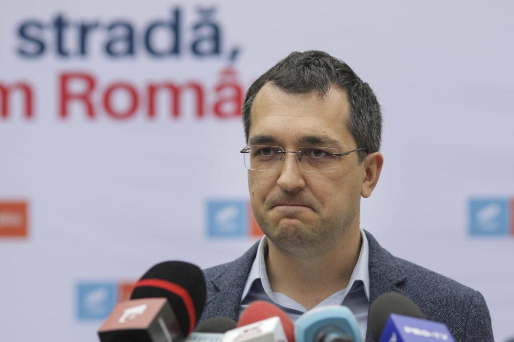 """Vlad Voiculescu umblă FĂRĂ MASCĂ în Parlament """"Una spune și alta face"""""""