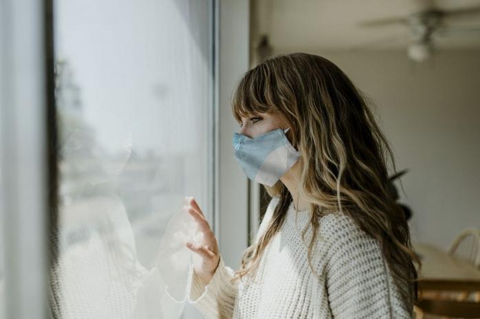 Este periculos să purtăm masca de protecție în permanență? Un expert UBB vine cu explicația