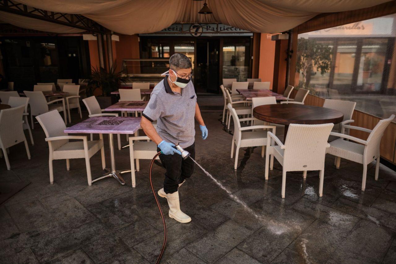 """Patronii din Cluj nu vor testare antigen în restaurante: """"E o tâmpenie. Nu stau să bag bățul în nas la clienți"""""""