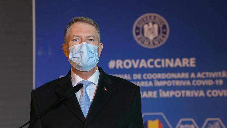 """Centrele de vaccinare drive-thru, """"un succes"""", conform președintelui Klaus Iohannis"""