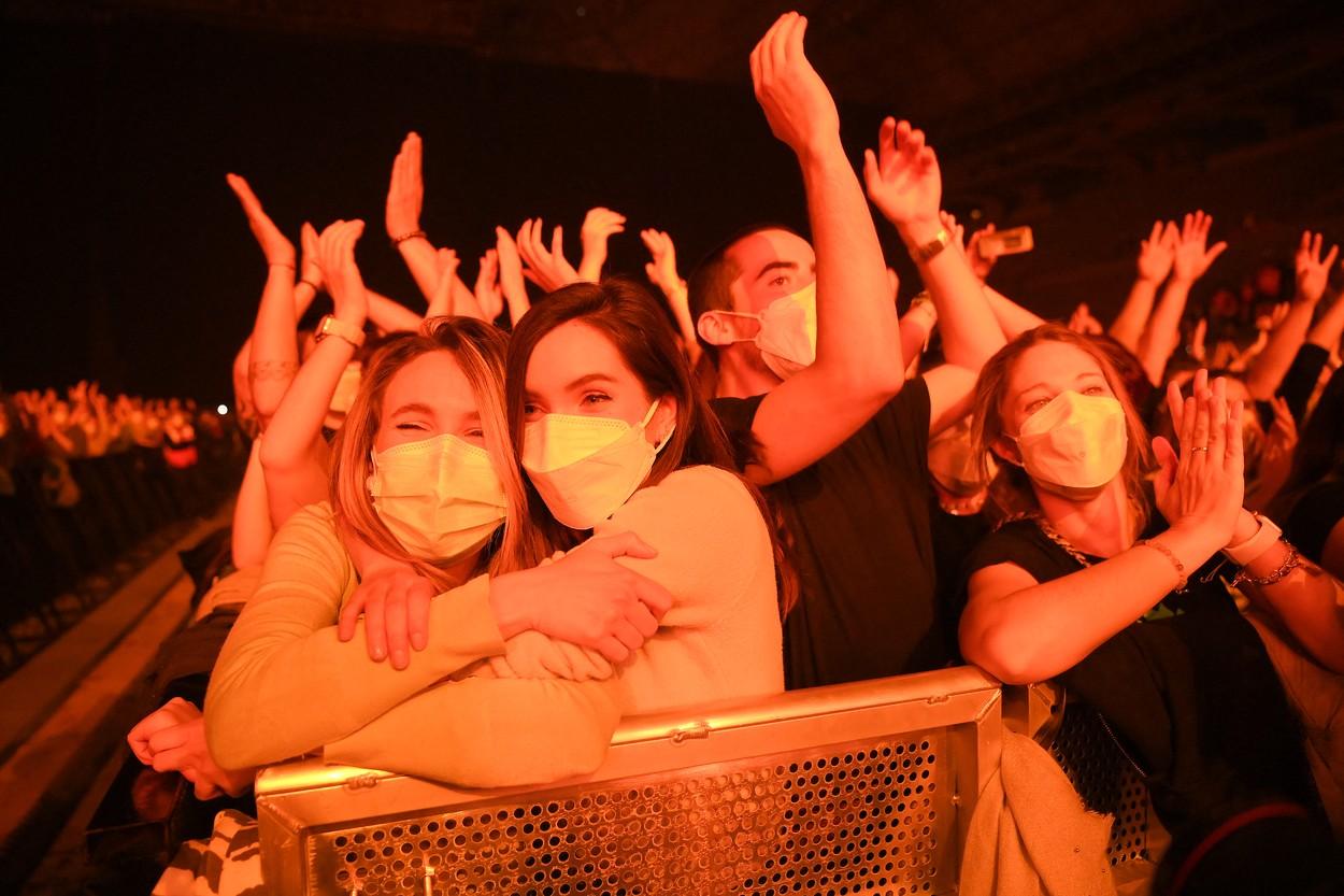 Concert-test cu 250 de oameni într-un oraș din Spania. Tinerii au dansat ore întregi la festivalul de muzică electronică