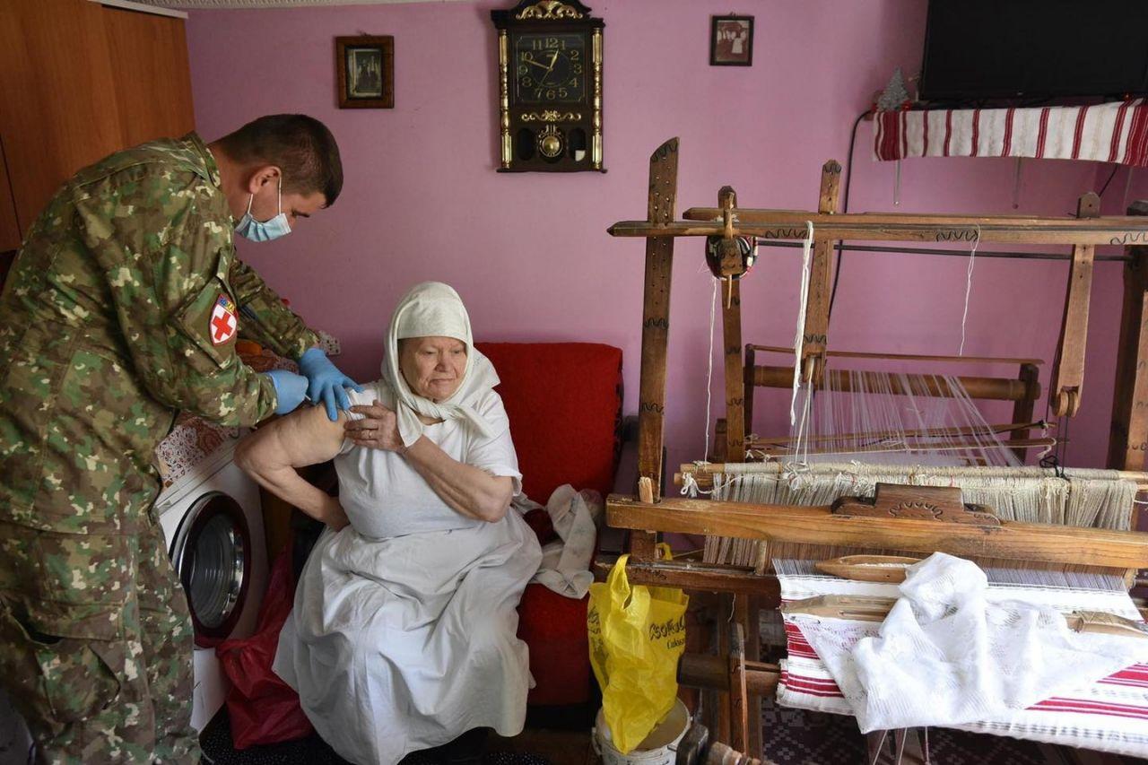 """Continuă campania """"Orașul vaccinează satul"""". 1.500 de clujeni, vaccinați până acum"""