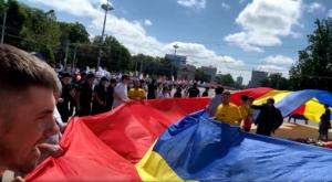 BREAKING. AUR a blocat marșul PSRM cu un steag tricolor
