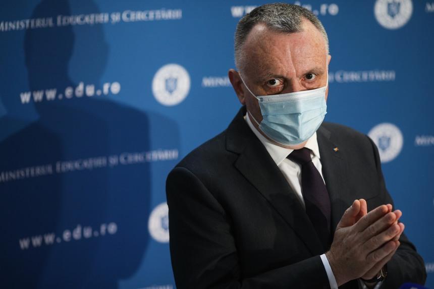 Sorin Cîmpeanu: Școala va începe cu toți elevii în clase. Profesorii nevaccinați, testați periodic înainte de a intra la ore