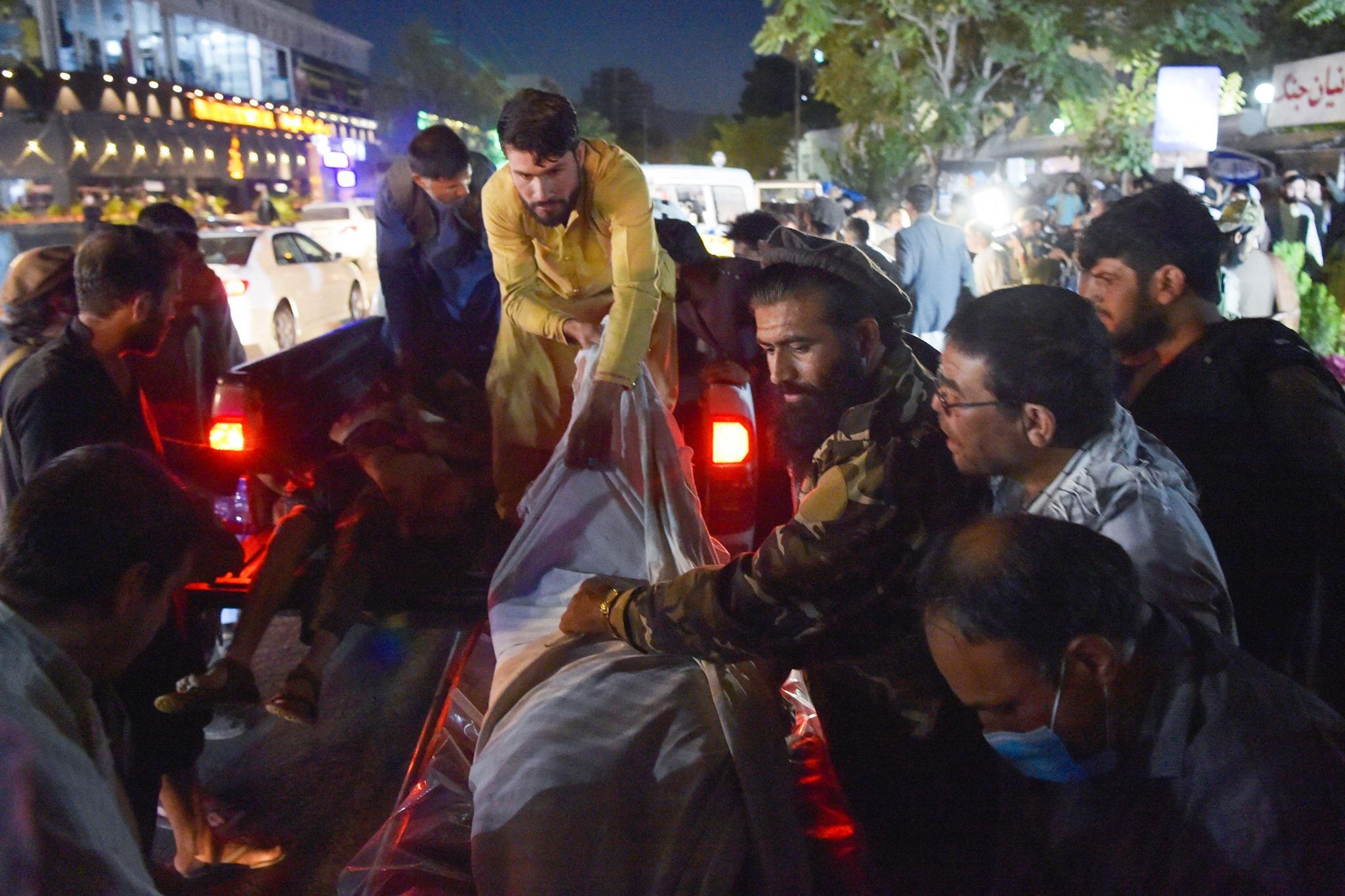 Atentate teroriste la Kabul: Cel puţin 60 de persoane au murit şi 140 au fost rănite