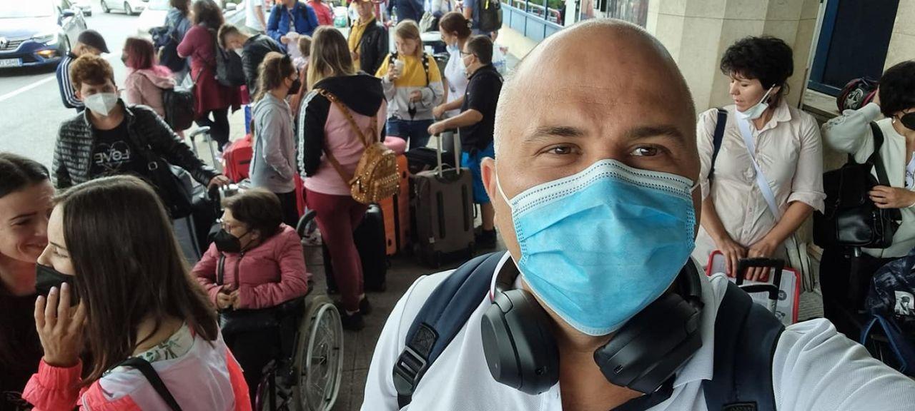"""Tineri cu insuficiență renală, în tabără în Grecia. Ungureanu: """"E gura lor de aer proaspăt. 8 tineri au murit în pandemie"""""""