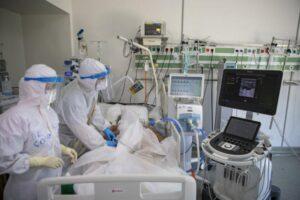 CREȘTE numărul pacienților internați la ATI cu COVID-19. Peste 6.000 de persoane infectate în ultimele 24 de ore