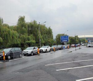 FOTO. Clujenii s-au înghesuit la vaccinare cu a treia doză, la centrul drive-thru