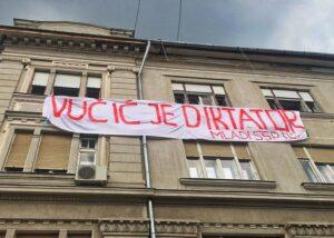 Serviciile de informații din Serbia au torturat un cetățean pentru o postare pe Twitter critică la adresa președintelui Vučić – 60m.ro